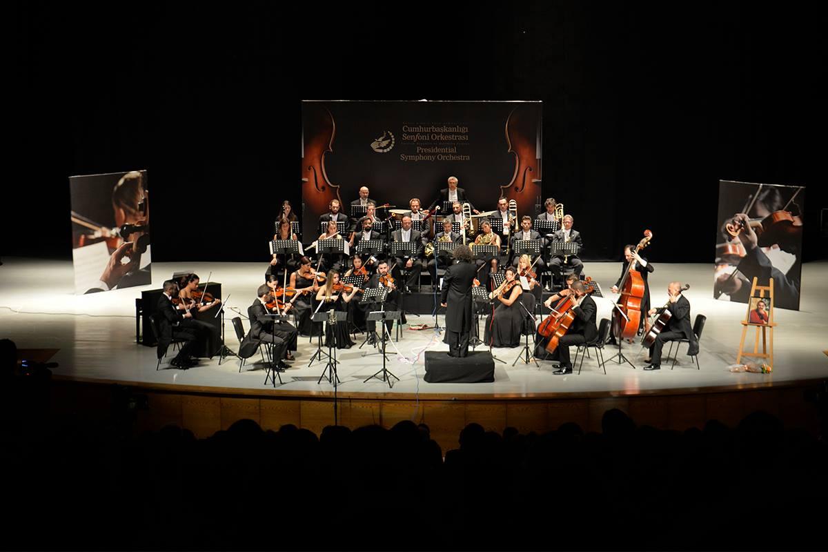 ноябрьские концерты живой музыки от KKTC Cumhurbaşkanlığı Senfoni Orkestrası