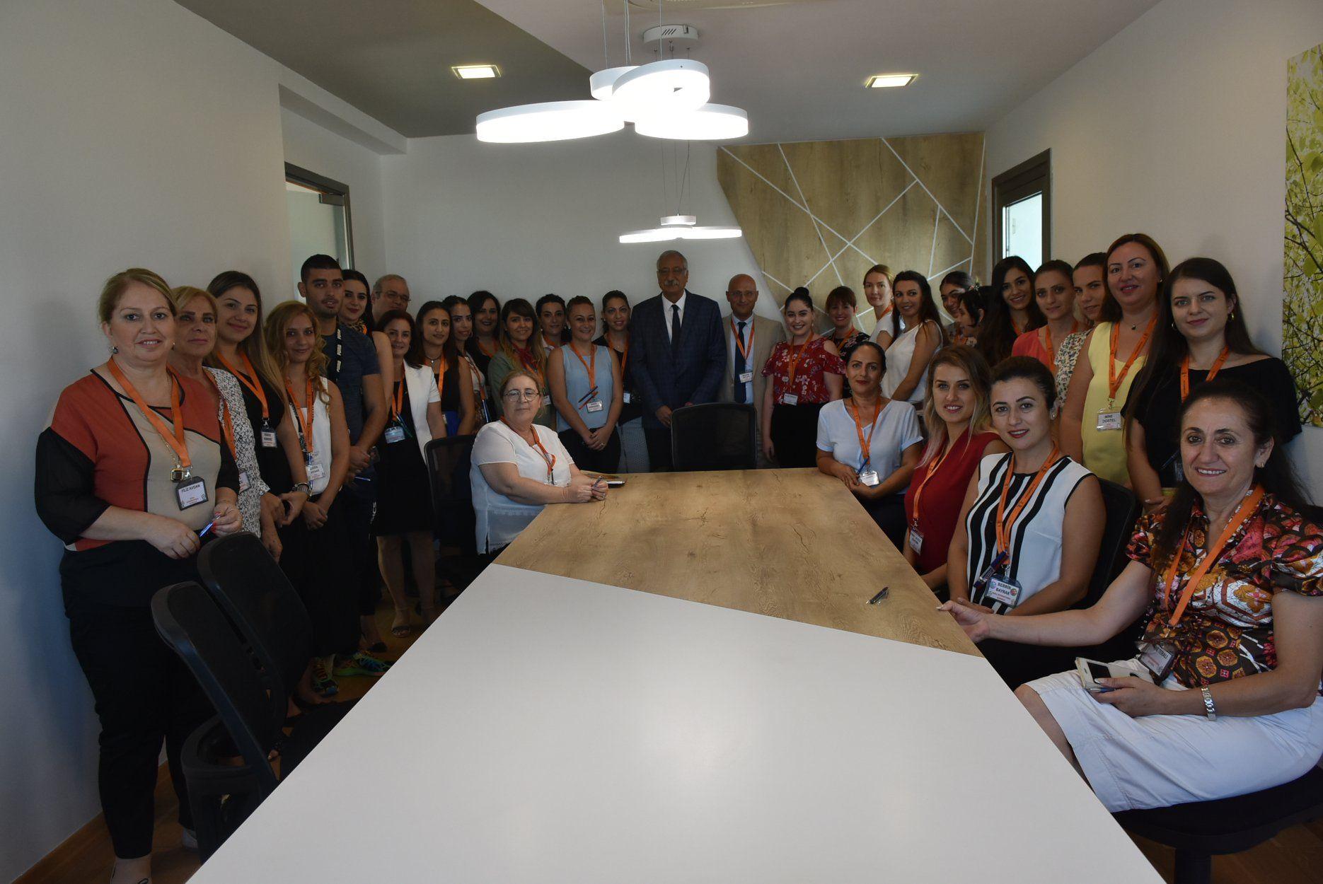 Гюнгёрдю посетил одну из частных школ Кирении