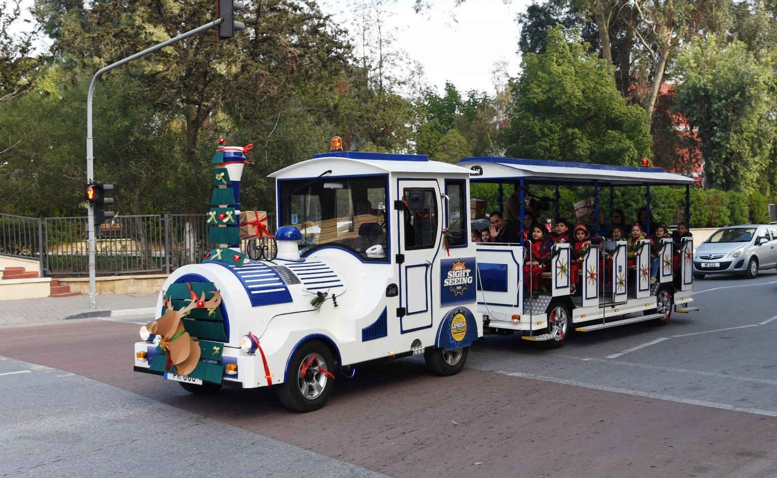 В центре Лефкоши запустили туристический паровозик