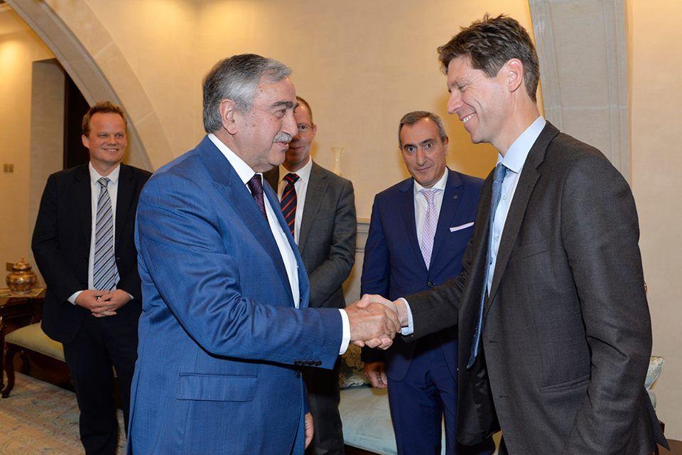 Акынджи встретился с главой Европейской комиссии