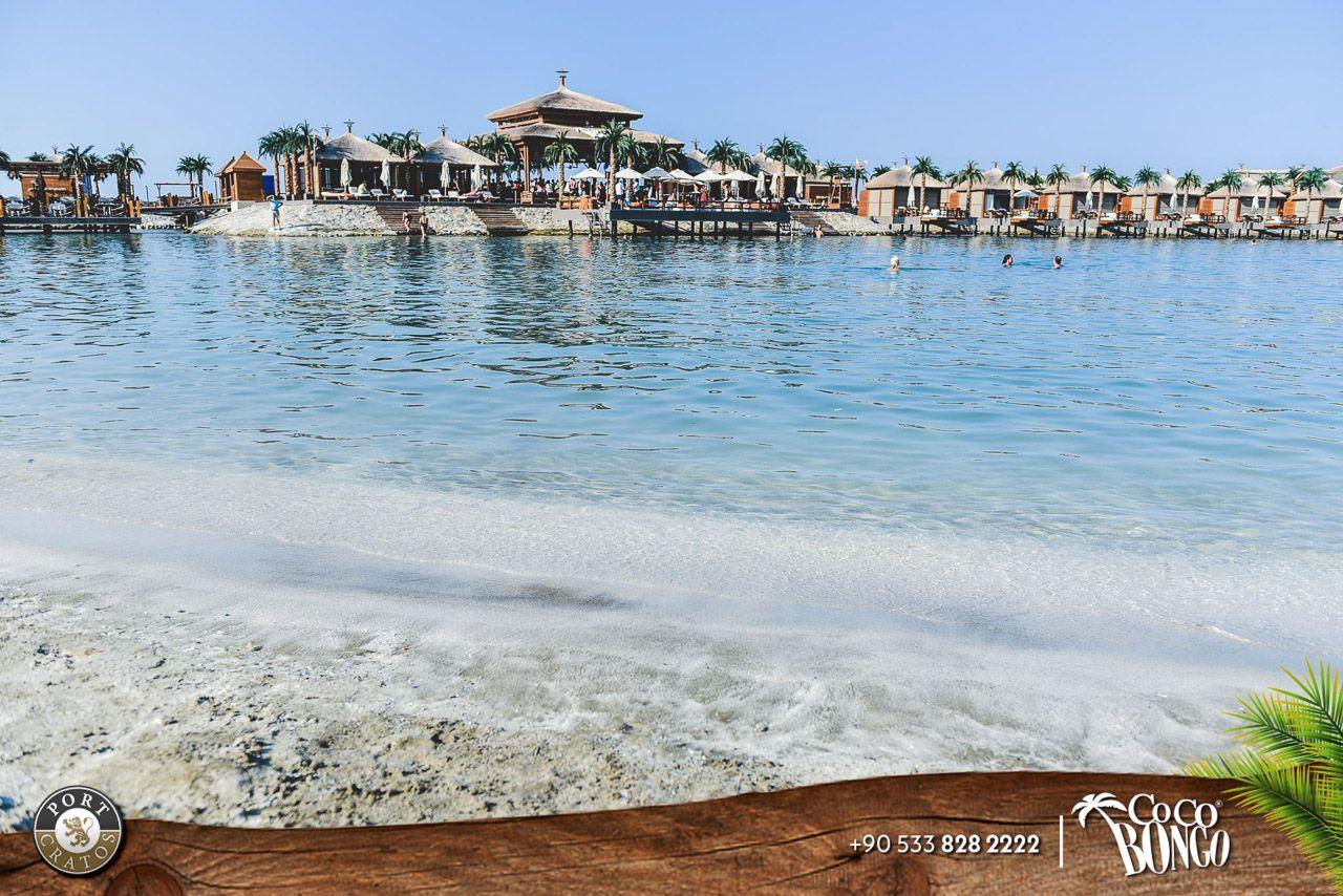 Пляжная зона в «Cratos Premium Hotel»