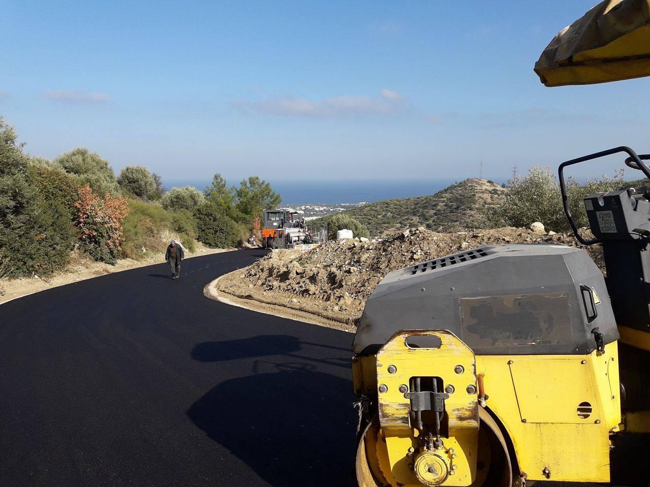 Муниципалитет Кирении продолжает работу по ремонту и строительству дорог.