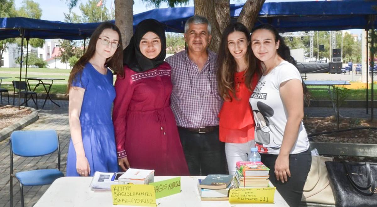 Студенты EMU подарили книги школьникам Фамагусты