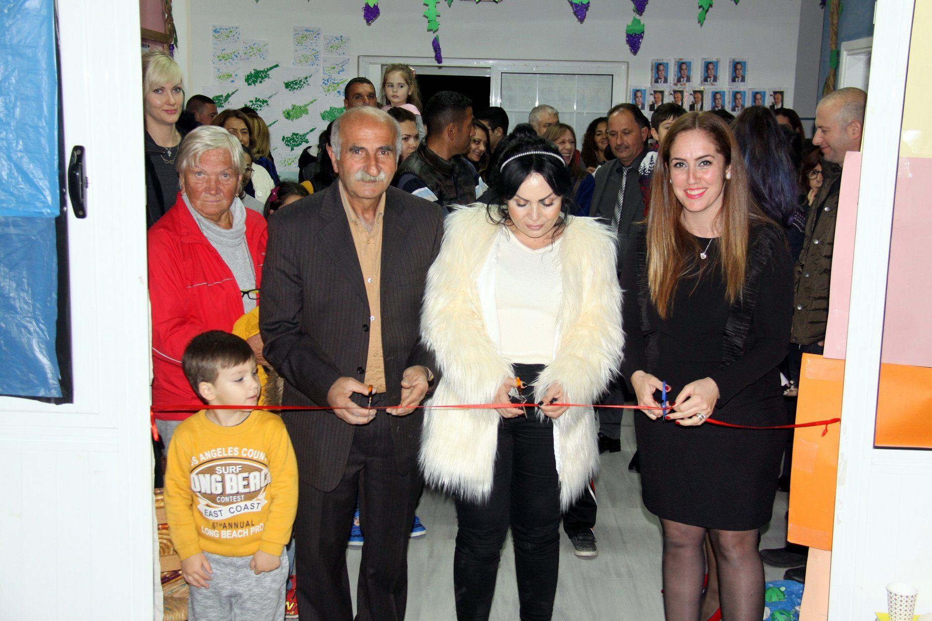 В Искеле открылась выставка детских работ