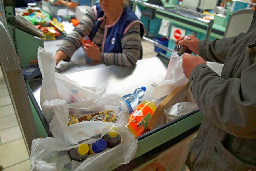 С 1 декабря пластиковые пакеты в супермаркетах станут платными