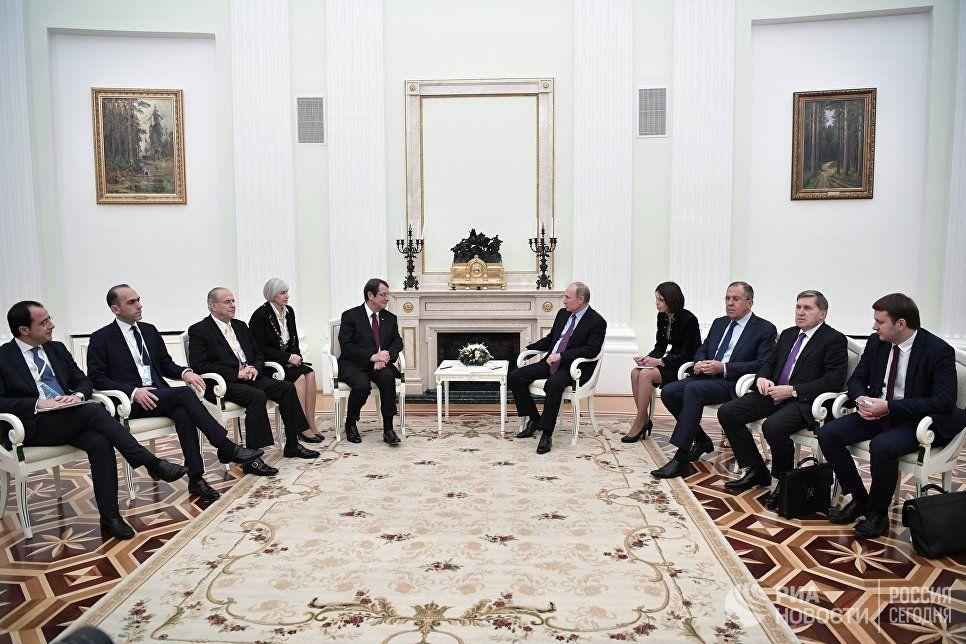 Путин о кипрском конфликте: решение должны принять сами киприоты