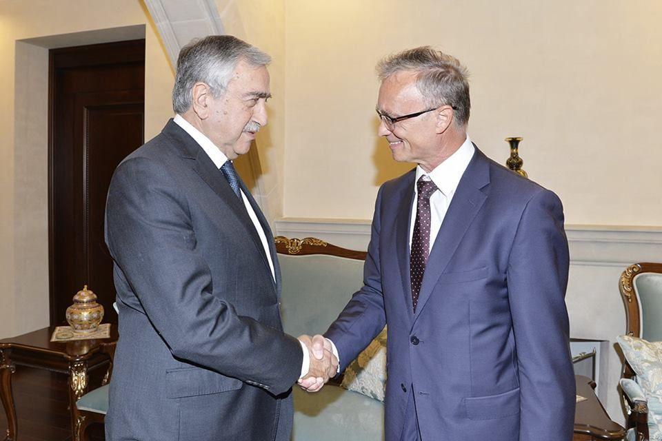 Акынджи провел переговоры с послом Словакии