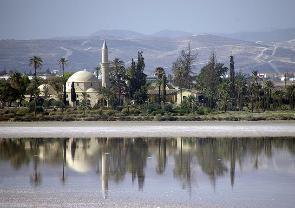 Турко-кипрские паломники посетили мечеть Хала Султан Теке